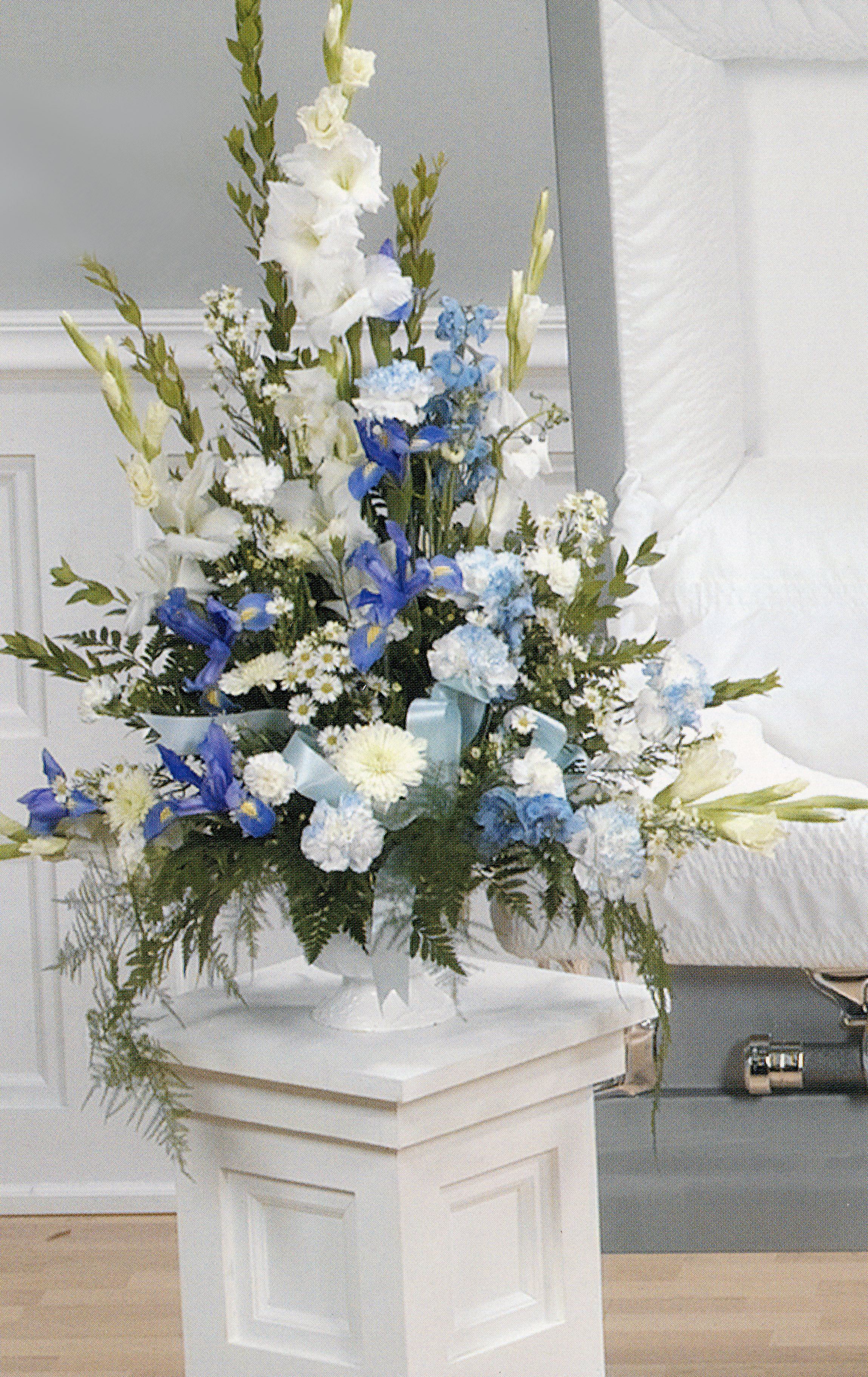 Blue and white carnes flowers blue white vase dhlflorist Image collections